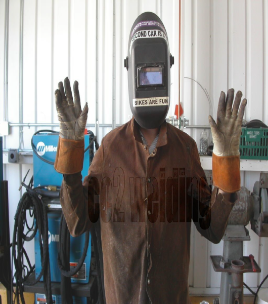 لباس مناسب جوشکاری حین جوشکاری CO2